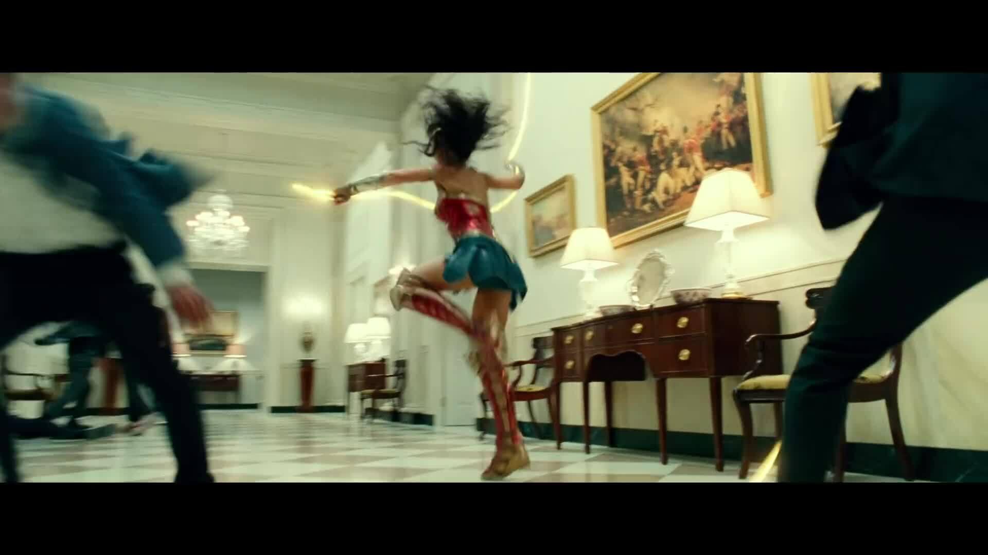 'Wonder Woman' tung trailer cạnh tranh với 'Black Widow'