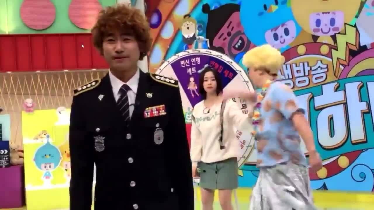 Fan dậy sóng trước video idol 15 tuổi bị đấm trên sóng truyền hình
