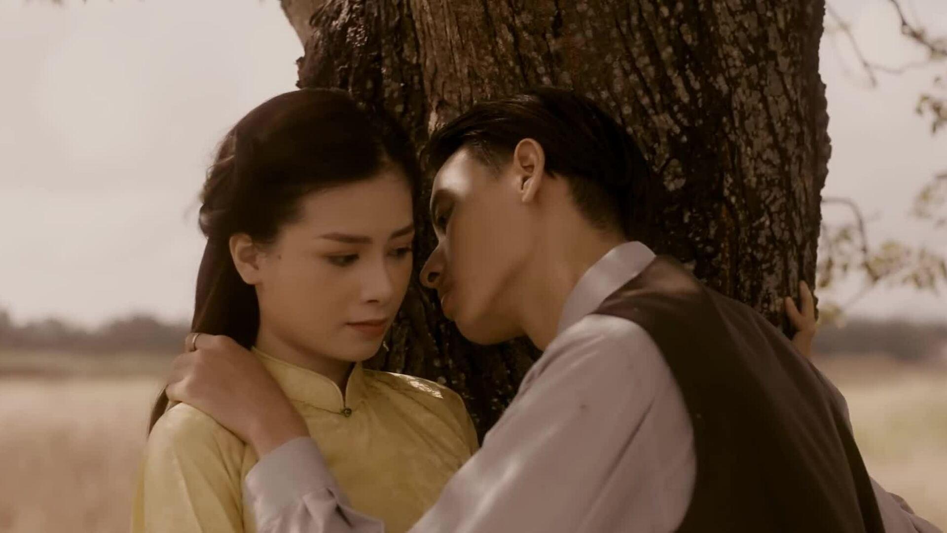 Dương Hoàng Yến kể chuyện tình đẫm nước mắt