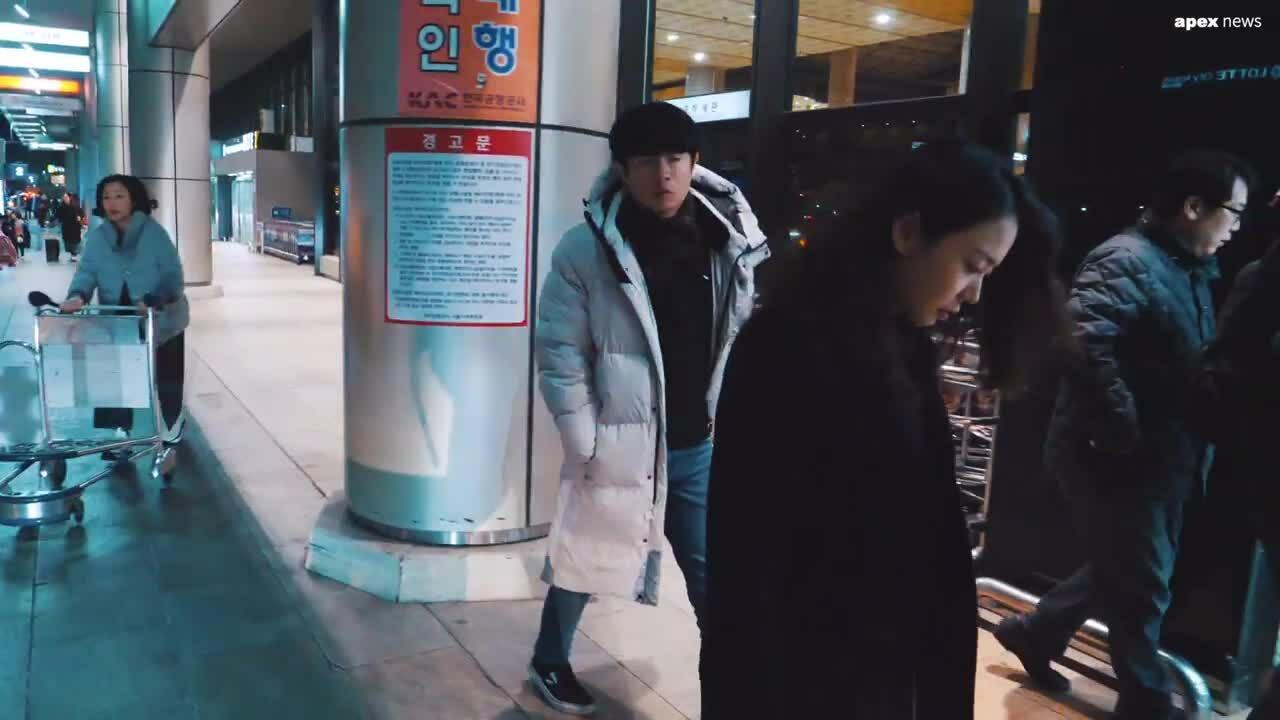 Sau một tháng Goo Hara qua đời, Han Seung Yeon bật khóc ở sân bay