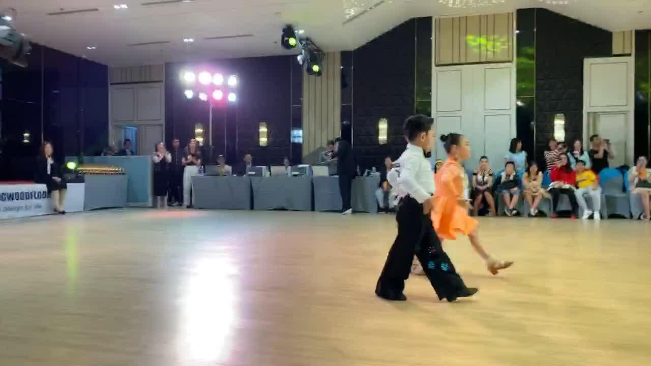 Con trai 4 tuổi của Khánh Thi - Phan Hiển thi đấu dance sport