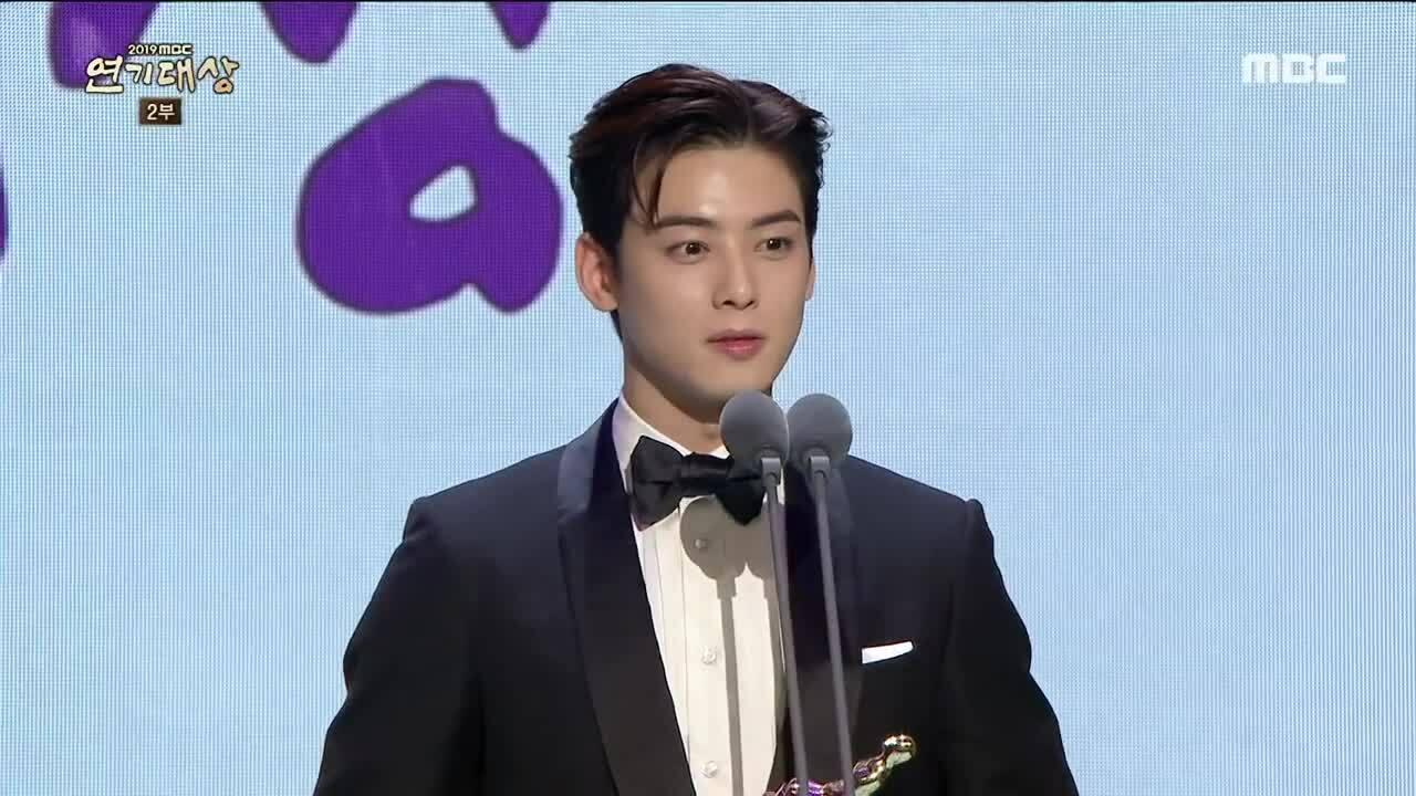 Cha Eun Woo thắng giải diễn viên xuất sắc, netizen tự hỏi 'có trao nhầm không?'