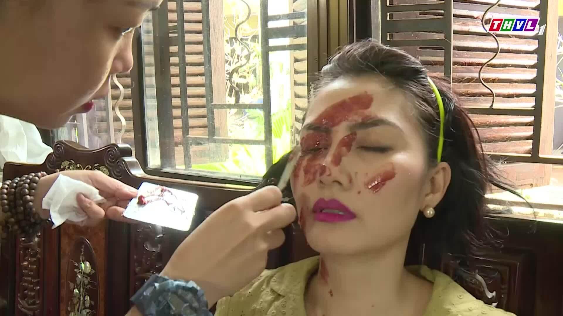Ngọc Lan hoảng hốt khi được hóa trang mặt bị tạt axit