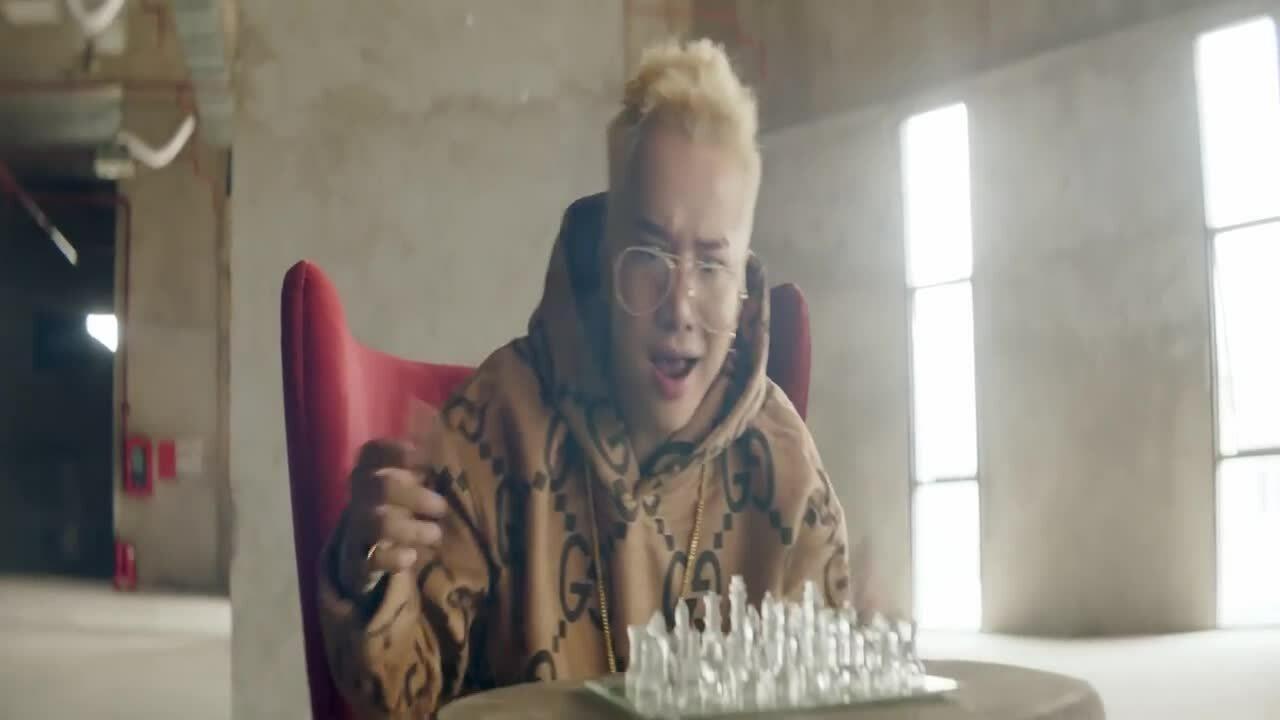 Lou Hoàng khiến fanphấn khích với hình tượng 'bad boy' như Kpop