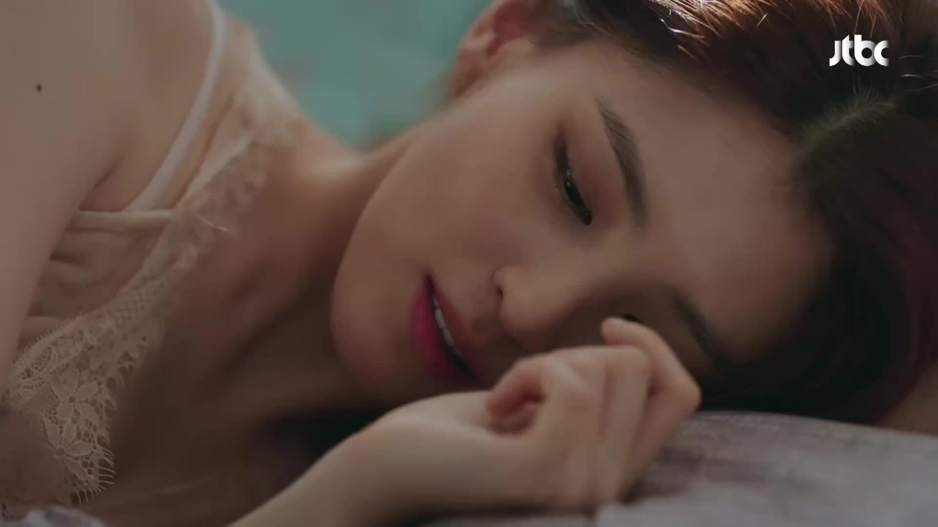 Han So Hee: 'Bình hoa di động' của siêu phẩm 'Thế giới hôn nhân'