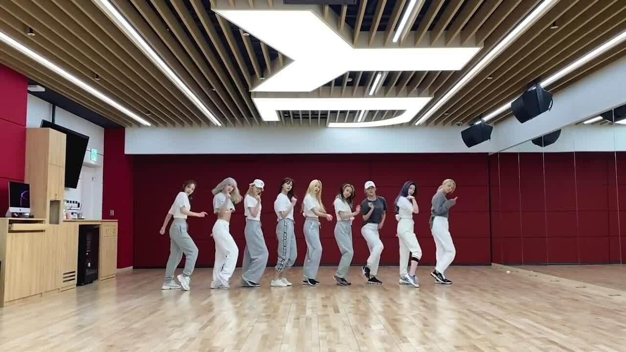 Twice chứng minh 'đẳng cấp girlgroup hàng đầu' qua video vũ đạo 9 người