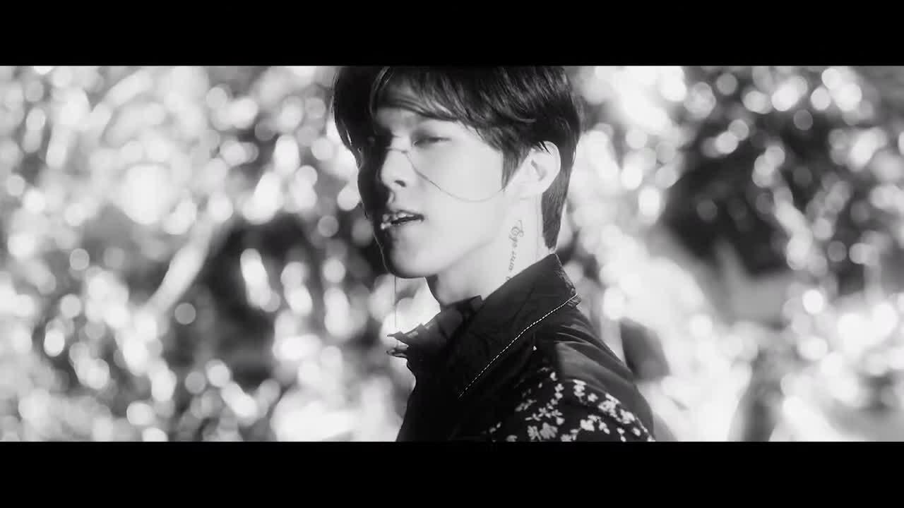 Kim Woo Seok ma mị trong MV debut solo 'Red Moon'