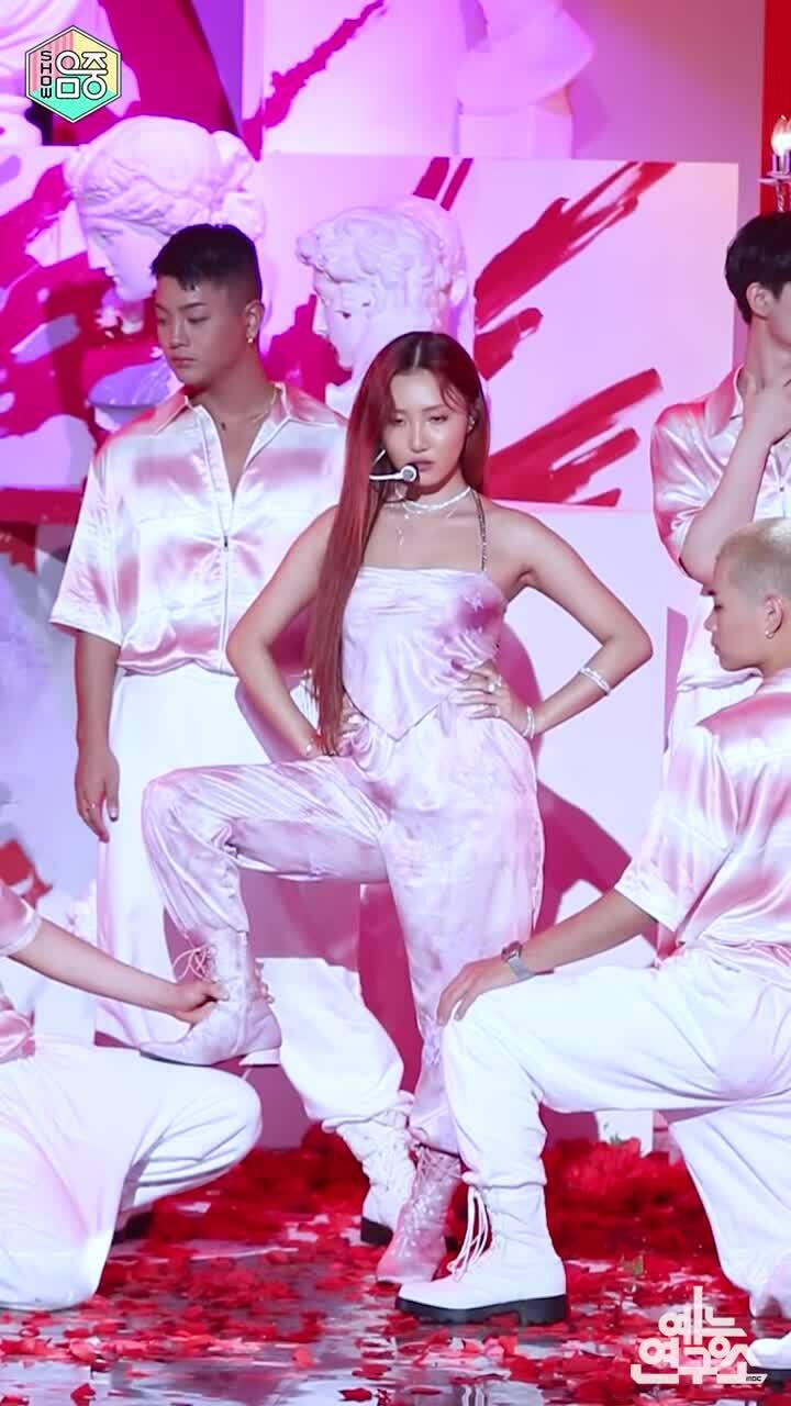 Idol chấn thương: Hwasa - Lisa chuyên nghiệp, Jennie lười biếng?