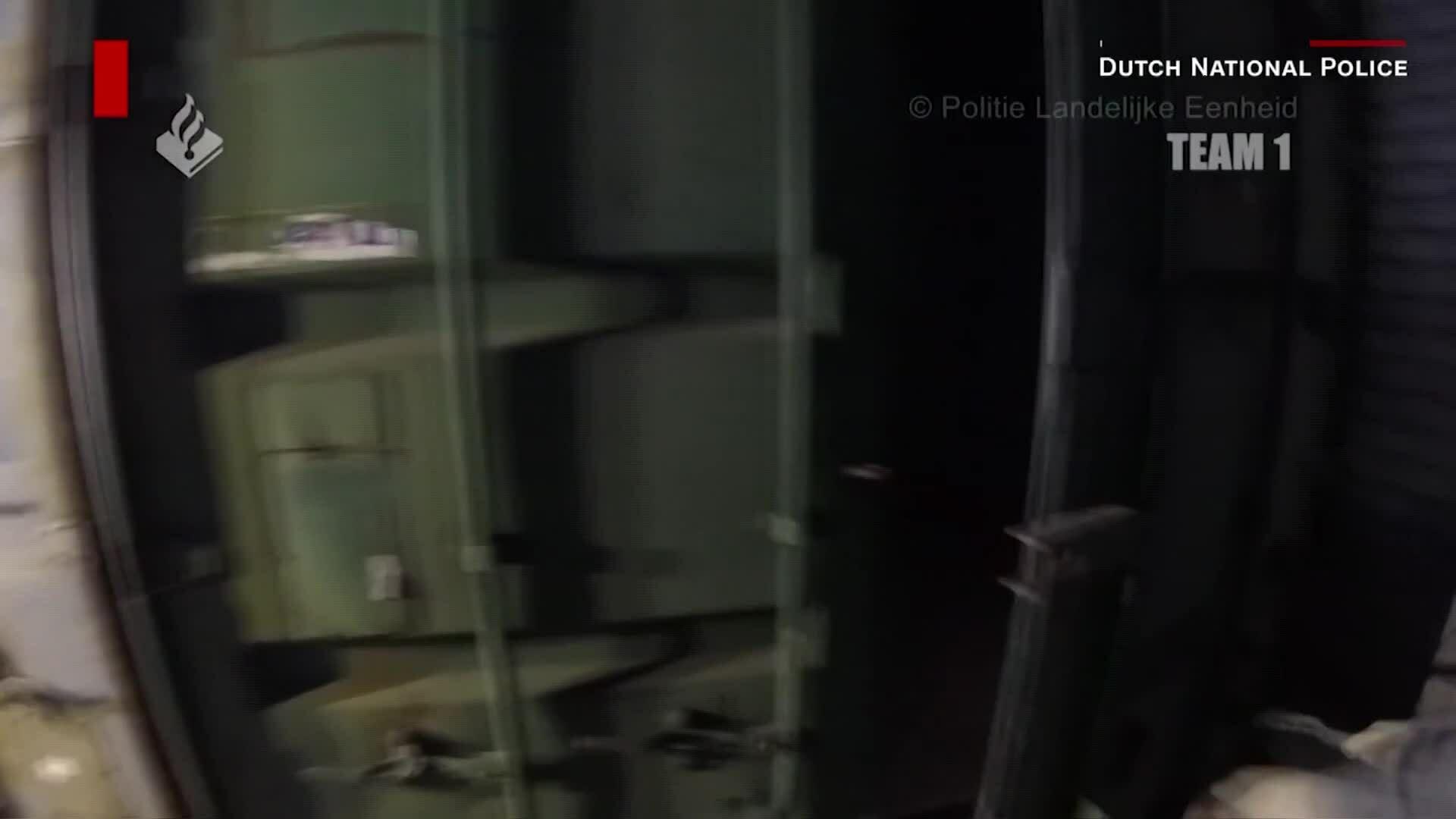 Phát hiện phòng tra tấn bí mật trong container