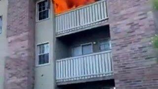 Cầu thủ bóng rổ ôm gọn em bé rơi từ tầng 3 tòa nhà cháy