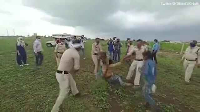 Cặp vợ chồng người Dalit bị đánh đập dã man