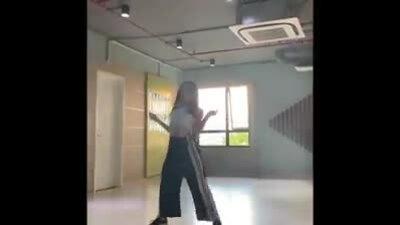 Con gái Lưu Thiên Hương nhảy