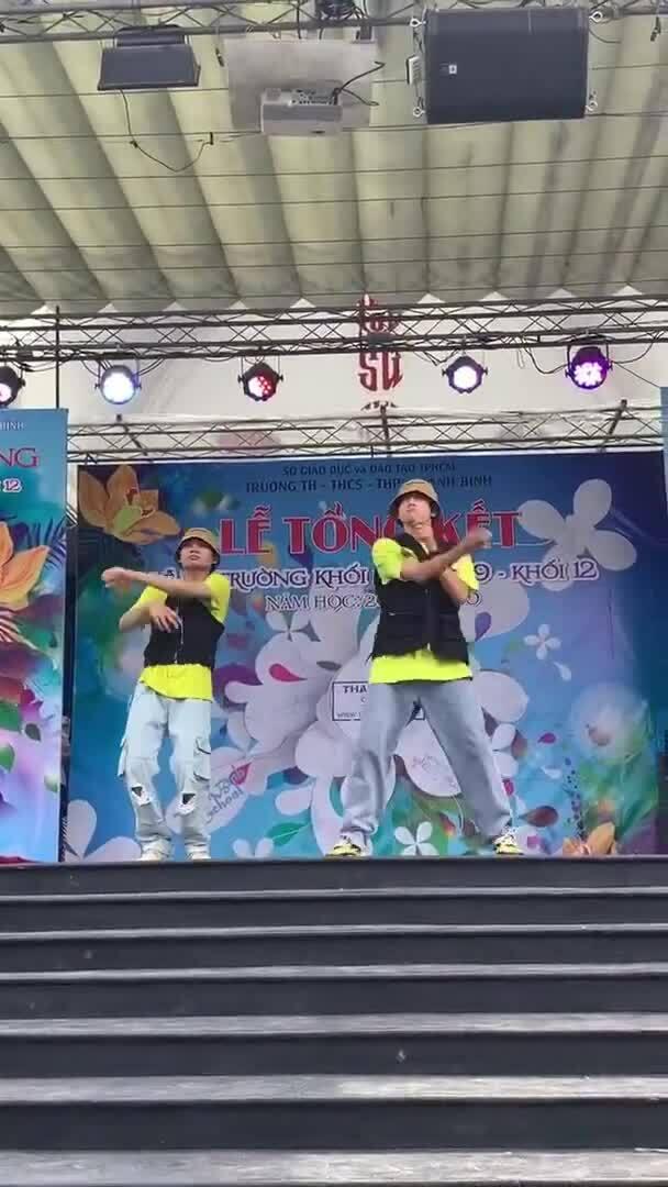 Quang Đăng nhận sai khi nhảy 'Bigcityboi' ở trường học