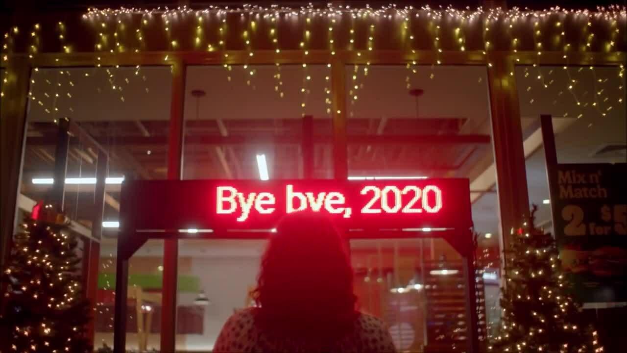 Chán ngấy năm 2020, Burger King tổ chức Noel sớm