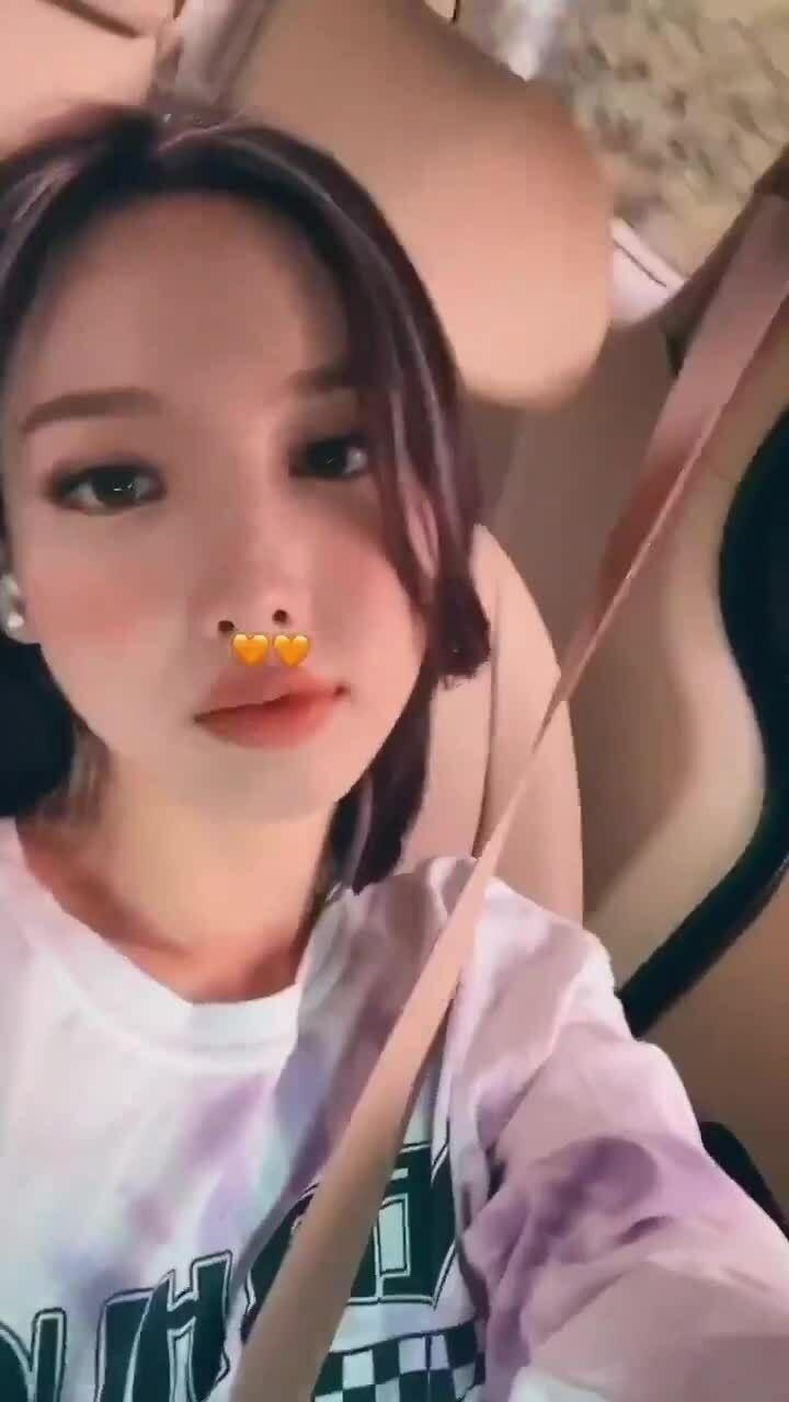Na Yeon bị fan phản đối vì để kiểu tóc hao hao... Jennie