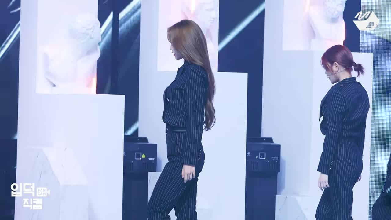 Thần thái đỉnh cao của nữ idol được ví như 'thiên thần Victoria's Secret'