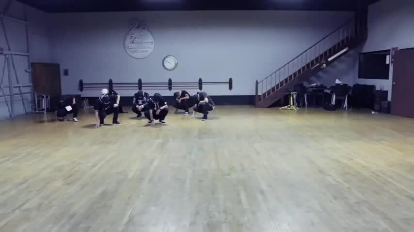 10 biên đạo đứng sau những màn nhảy đỉnh cao của BTS