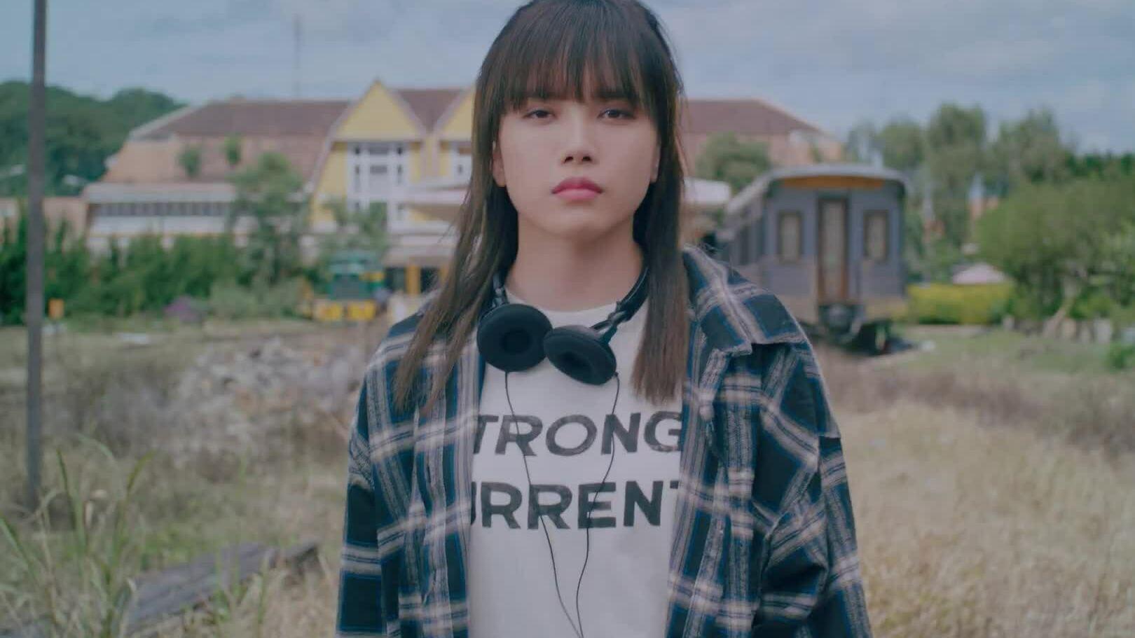 Thiều Bảo Trâm - MV 'Một mình có buồn không?'