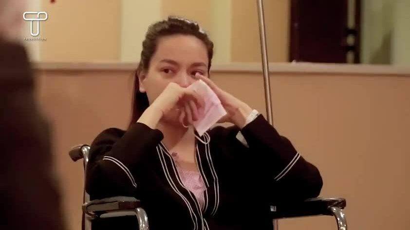 Hồ Ngọc Hà ngồi xe lăn bật khóc khi Kim Lý cầu hôn