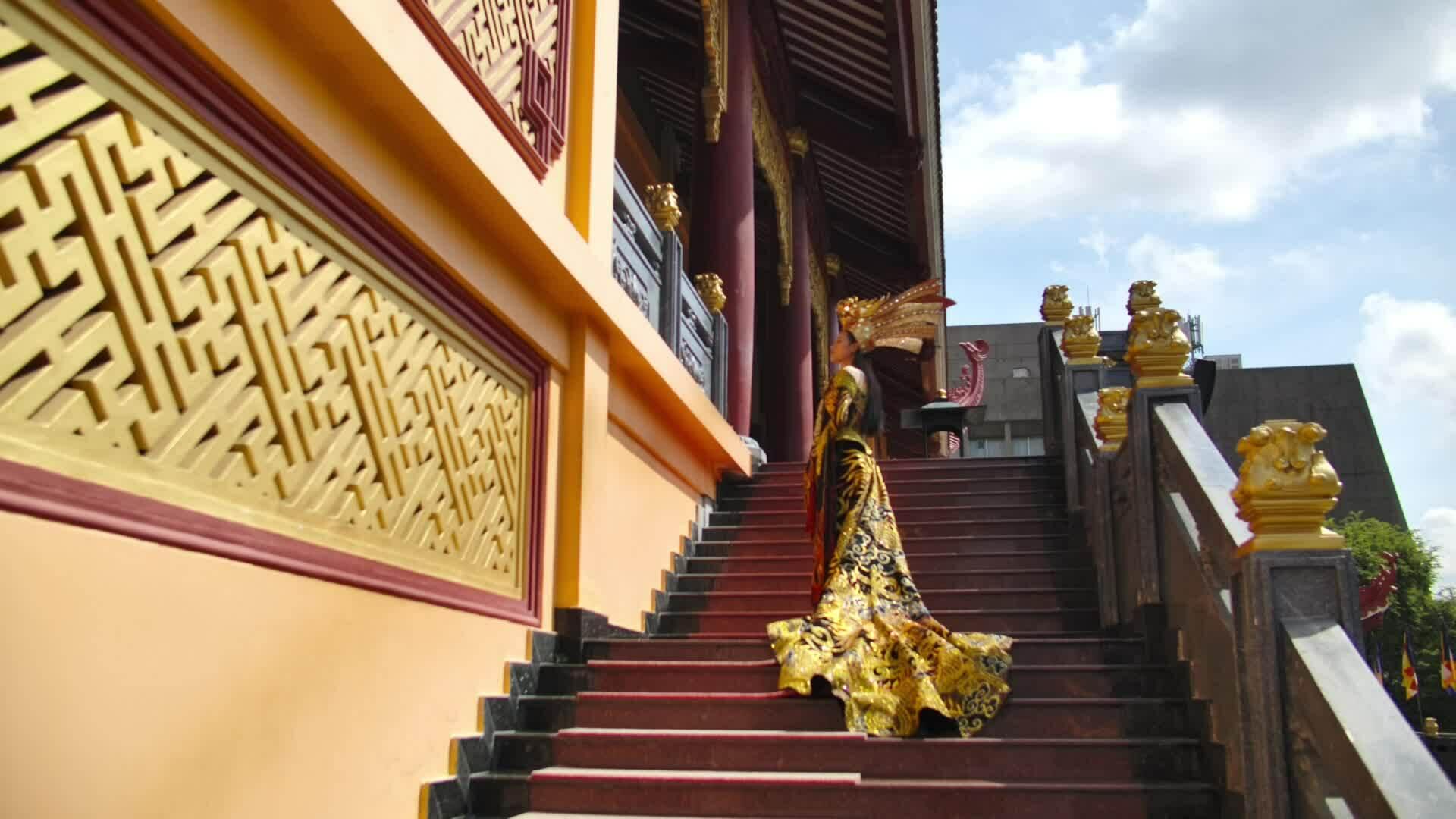 Trang phục dân tộc của Thái Thị Hoa