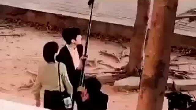 Lộ cảnh hôn giữa Dương Tử và Tỉnh Bách Nhiên khiến fan hú hét 'tới bến luôn'