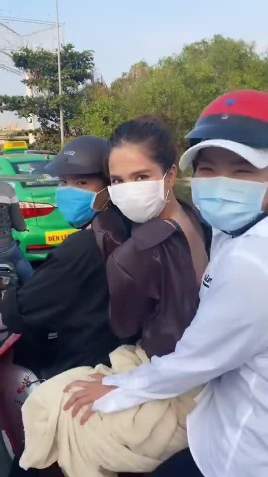 Ngọc Trinh bị chỉ trích vi phạm giao thông