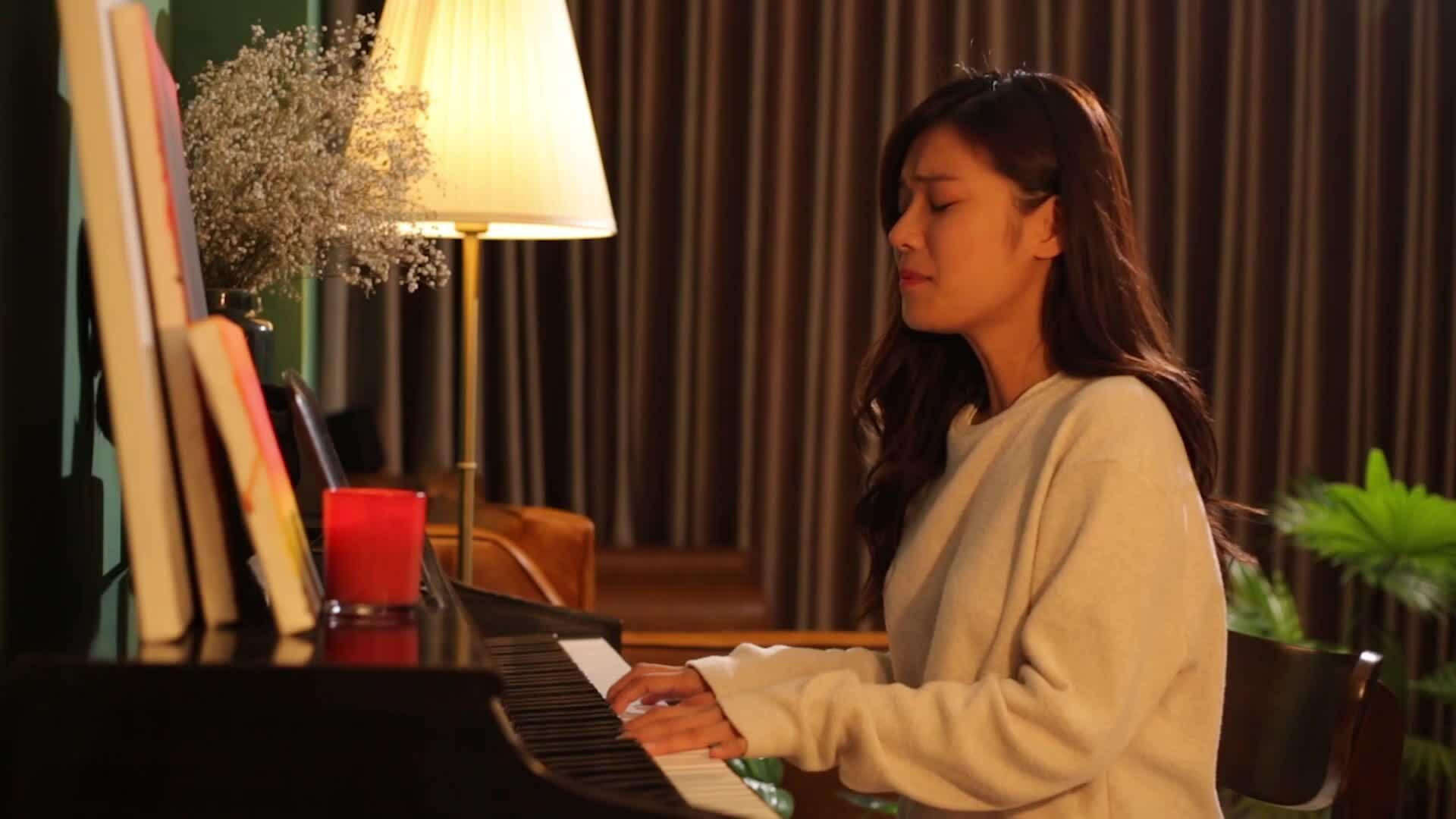 Teaser audio MV Yêu thầm - Hoàng Yến Chib