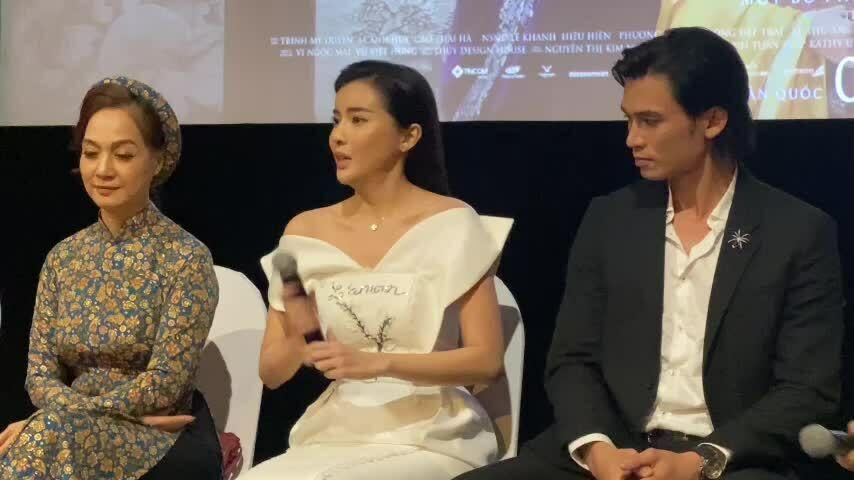 'Hoạn Thư' Cao Thái Hà nổi bật trên thảm đỏ phim 'Kiều'