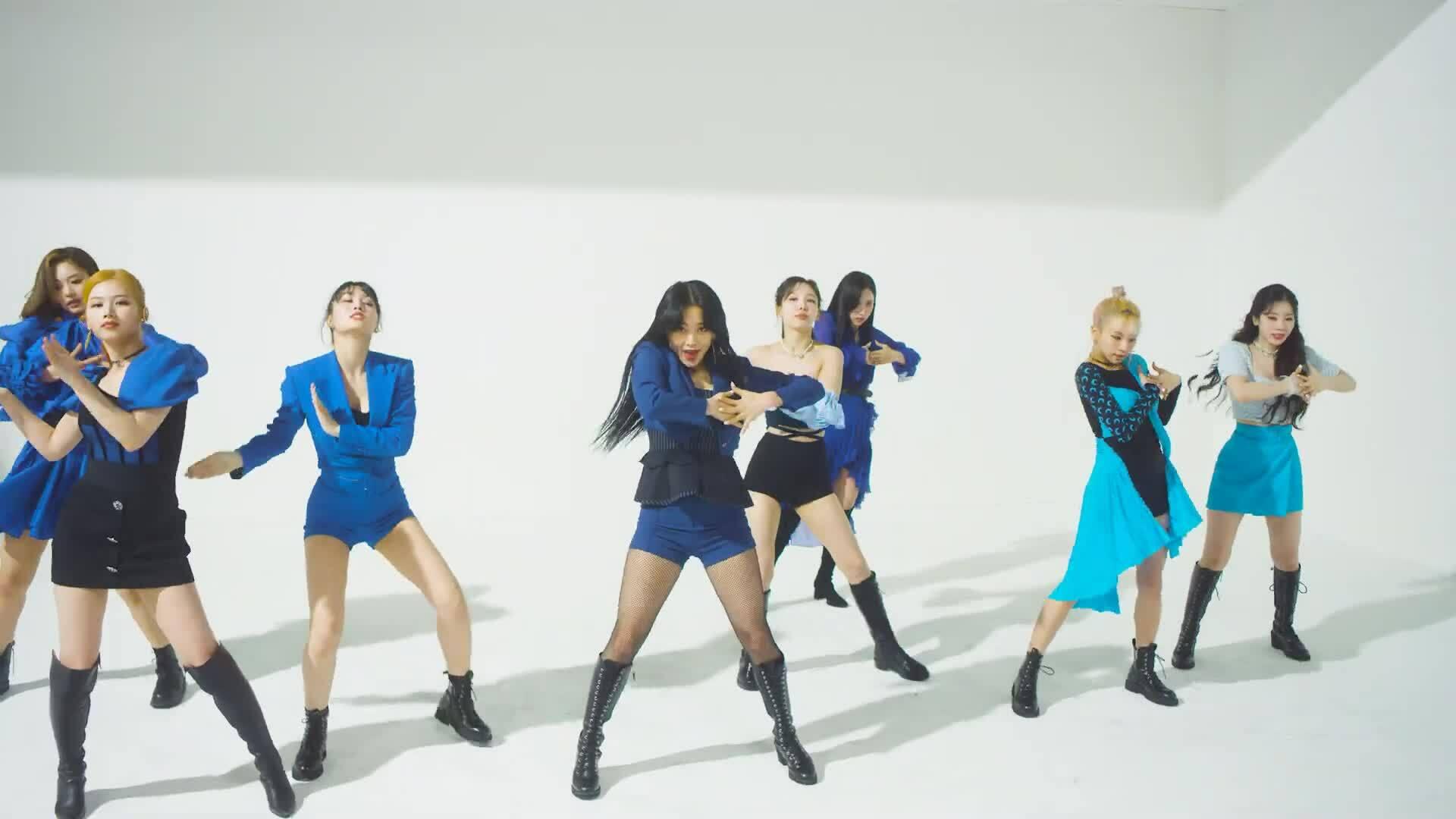 Twice khoe body 'mướt mắt' trong video vũ đạo 'Kura Kura'