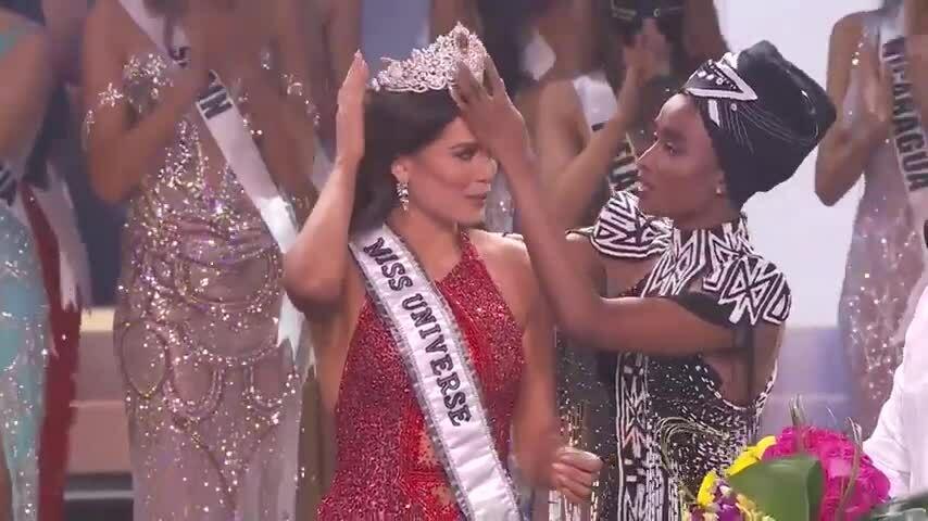 Khoảnh khắc đăng quang Miss Universe 2020