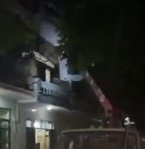 F1 tại Bắc Giang cố thủ trong nhà, trốn khai báo, công an phải dùng xe cầu để khống chế