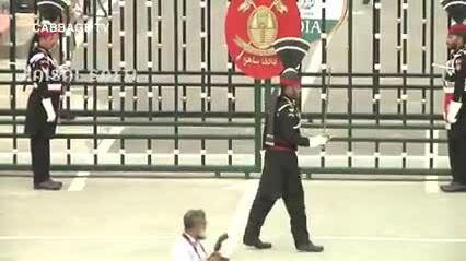 Cười mỏi hàm với lễ đóng, mở cửa biên giới của Ấn Độ - Pakistan