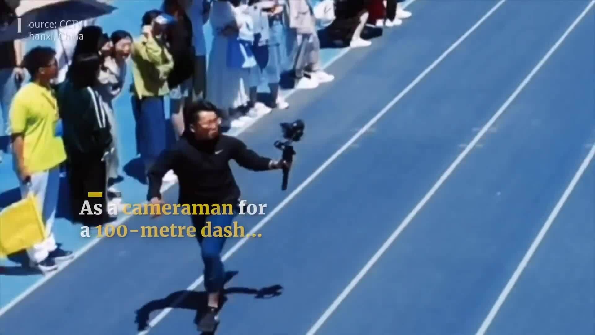 Cameraman chiếm trọn chú ý khi chạy vượt cả VĐV