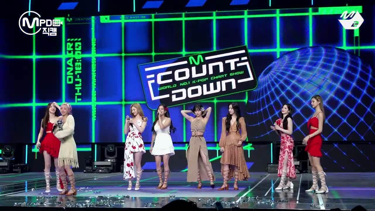 Encore hát live của Twice: Ji Hyo đỉnh cao, Momo bớt thảm họa nhưng vẫn căng thẳng