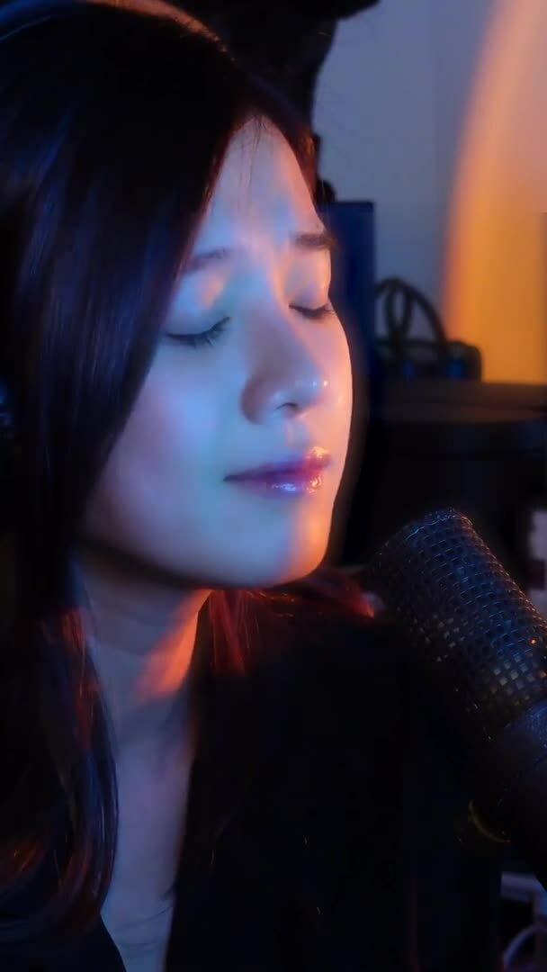 Hoàng Yến Chibi tung liên tục 6 ca khúc tự sáng tác khi ở nhà chống dịch