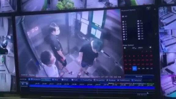 Clip nam thanh niên khạc nhổ, vứt khẩu trang bẩn trong thang máy chung cư tại Hà Nội