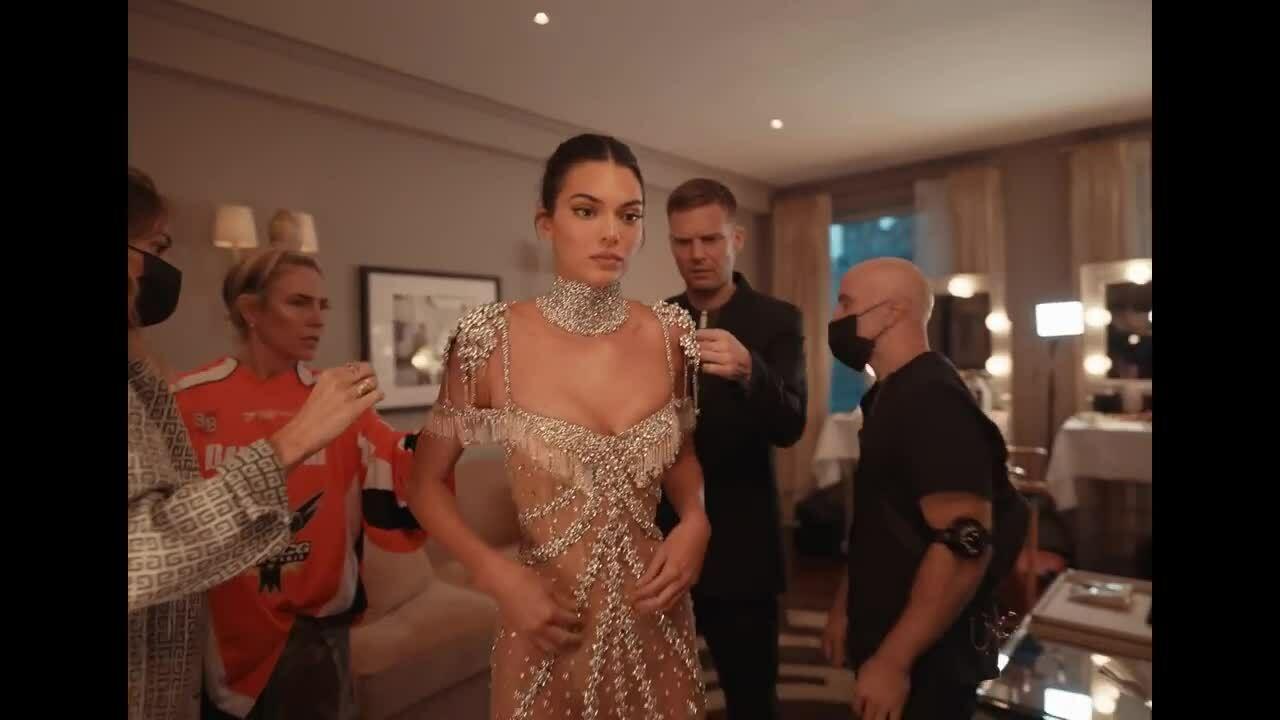 Quá trình lên đồ để có visual 'cực phẩm' của Kendall Jenner ở Met Gala