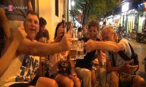 Khách tiếc nuối nếu bia vỉa hè bị cấm