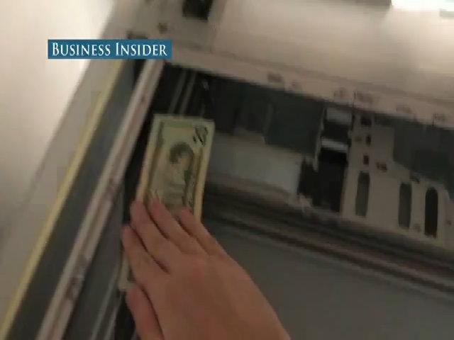 Vì sao tờ tiền giấy của nhiều nước không thể sao chụp?