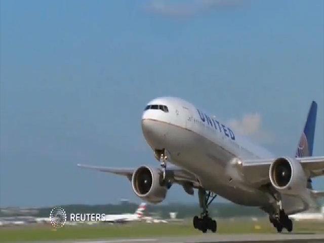 United Airlines sẽ bồi thường 10.000 USD cho khách chịu nhường ghế