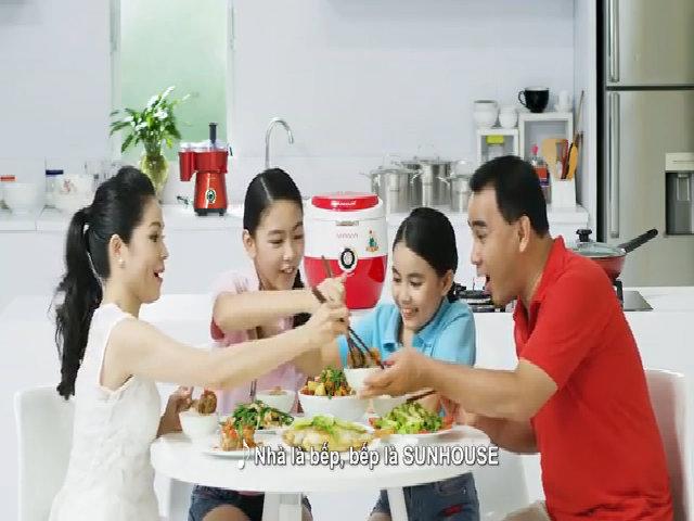 Khoảnh khắc đáng yêu trong MV của gia đình MC Quyền Linh