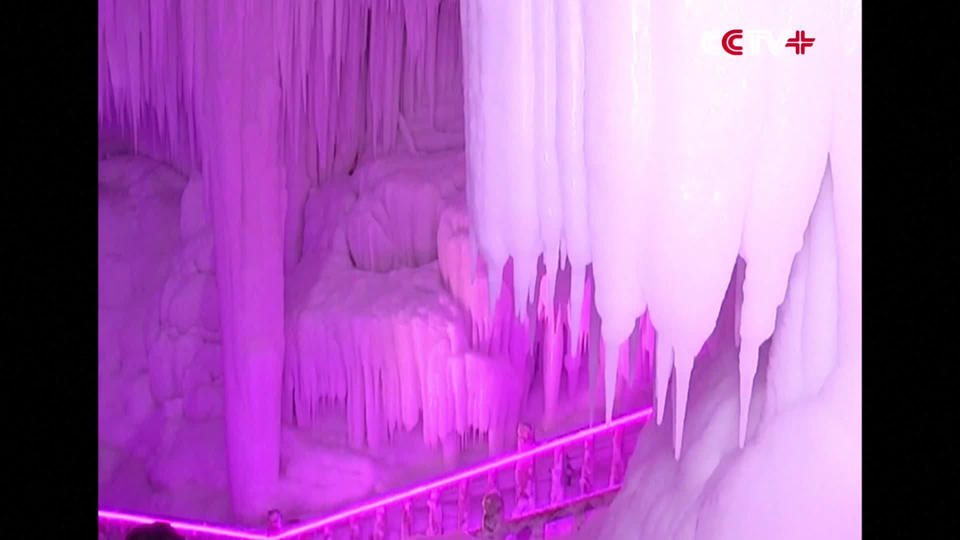 Cảnh quan bên trong cụm hang động băng lớn nhất Trung Quốc