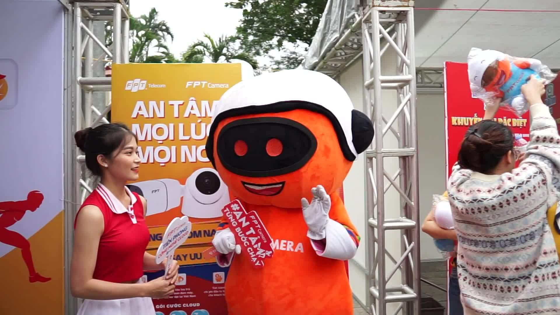 FPT camera gây ấn tượng với runner Vnexpress Marathon Huế
