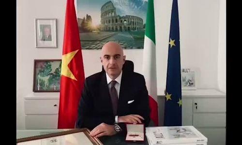 Il CEO di IPPG presenta il Cavaliere dell'Ordine della Stella d'Italia