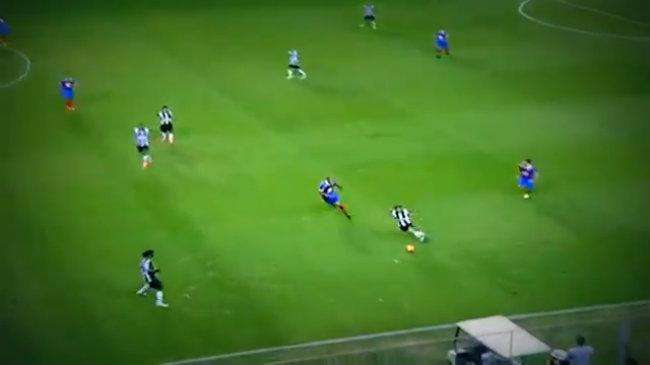 Pha đánh gót chuyền bóng tuyệt hay của Ronaldinho