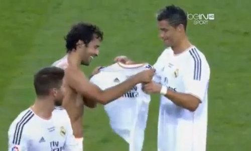 'Chúa nhẫn' Raul trao lại áo số 7 cho Ronaldo
