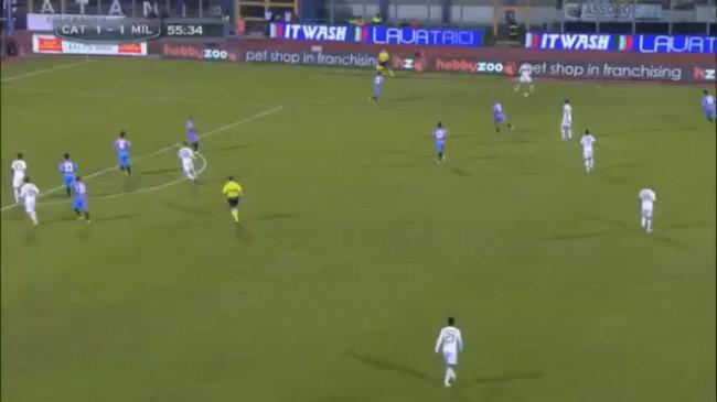 Boateng xoay trở khéo léo sút hiểm hóc tung lưới Catania ngoài vòng cấm