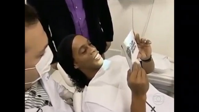 Cận cảnh ca chỉnh sửa răng của Ronaldinho