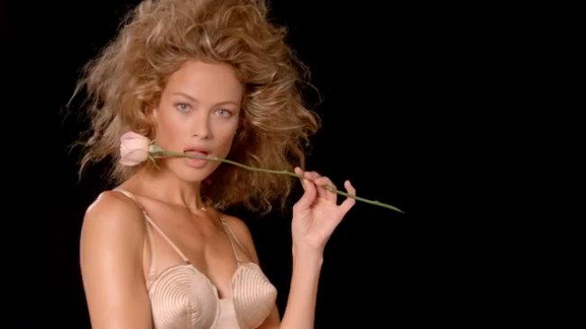 Miranda Kerr sexy trong video của tạp chí i-D