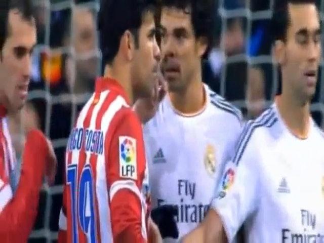 Pepe xì mũi vào mặt Diego Costa